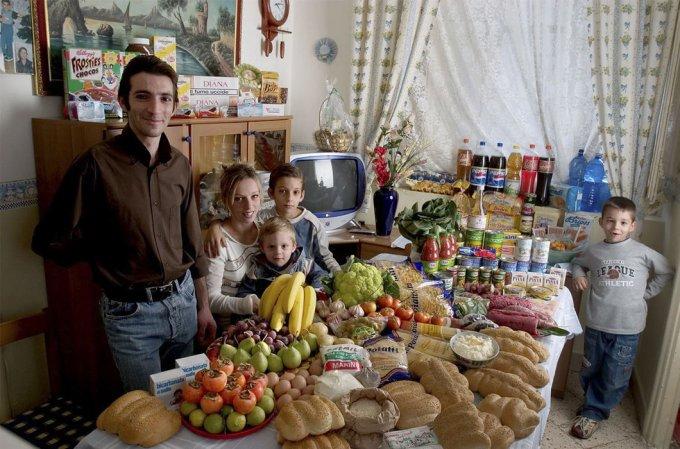 Люди из разных стран показали, что хранится в их холодильнике. Фото