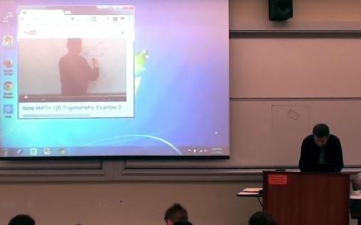 Профессор математики мастерски разыграл своих студентов. Видео