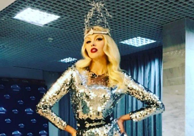 Оля Полякова похвасталась «стальным» прессом