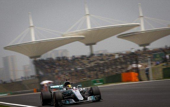 Формула-1. Хэмилтон оформил поул в Шанхае