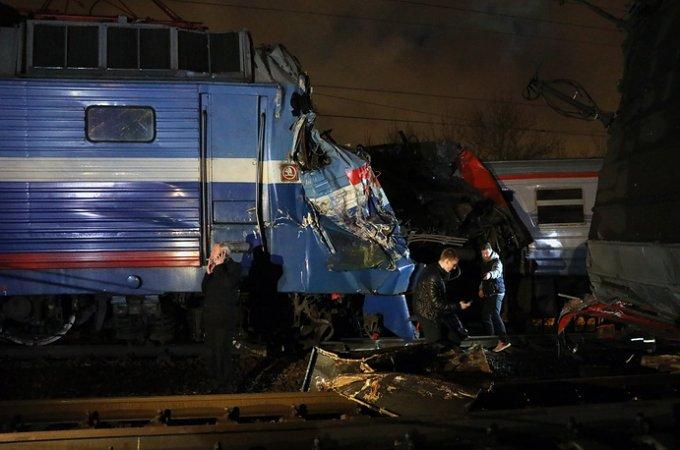 В Москве пассажирский поезд столкнулся с электричкой: есть пострадавшие