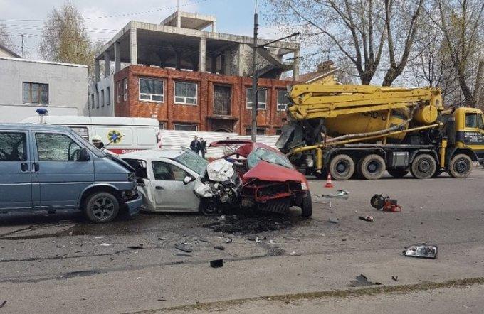 В Днепре столкнулись две легковушки и микроавтобус: есть жертвы