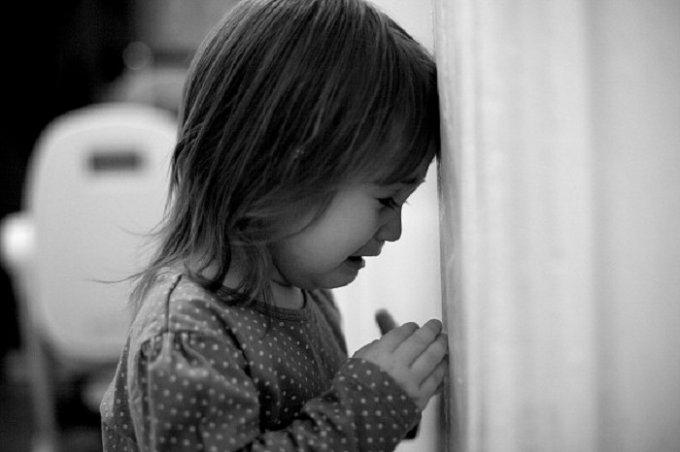 На Тернопольщине дедушка сильно избил 3-летнюю внучку и покончил с собой