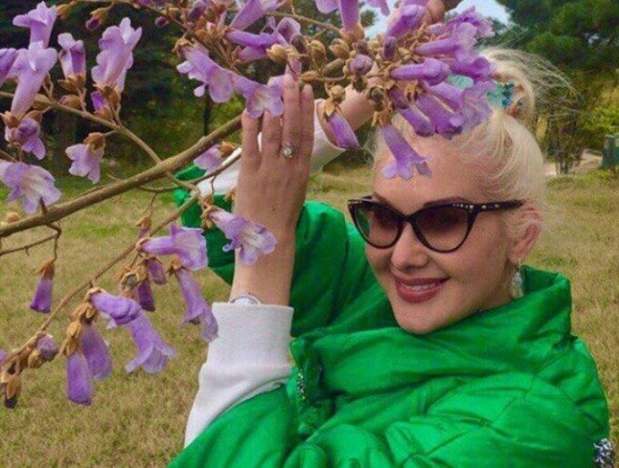 Девушка-весна: Катя Бужинская восхитила публику своим внешним видом