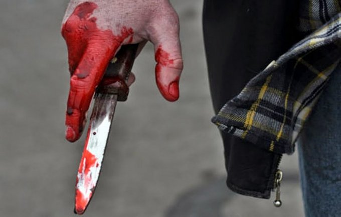 В Запорожье молодчики зарезали мужчину возле кафе