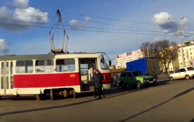 Дрифтующий трамвай в центре Харькова. Видео