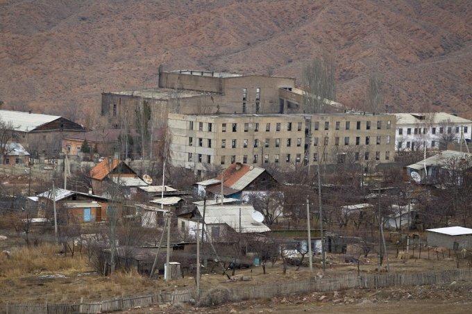 Мощный оползень в Киргизии унес жизни 24 человек