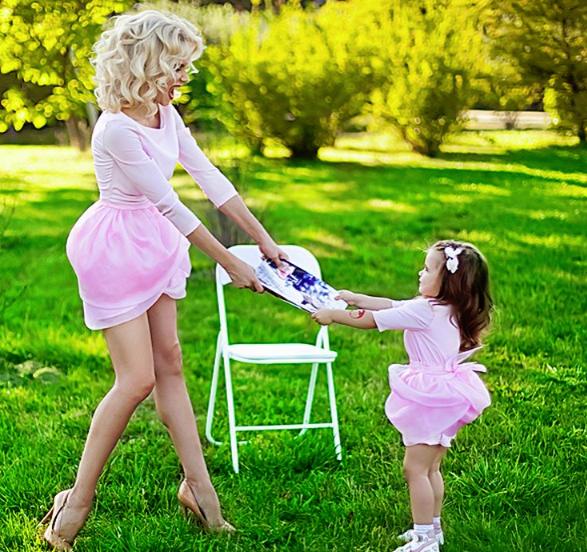 Лилия Ребрик и ее дочь очаровали публику одинаковыми образами