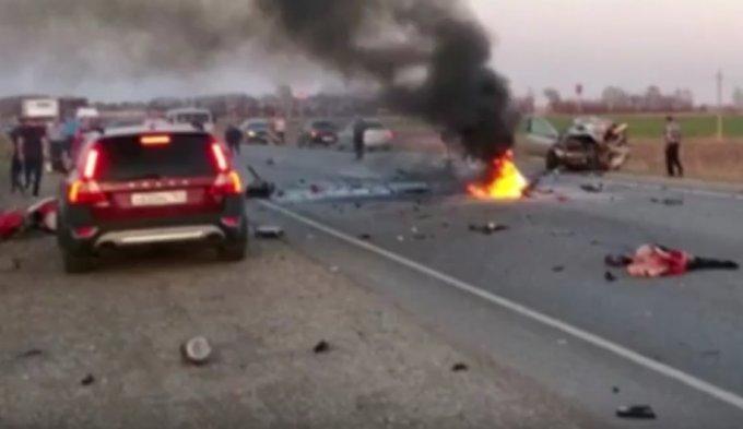 Фатальная гонка на мотоциклах в России: погибли 3 человека. Видео