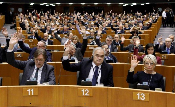 Евродепутаты написали резкое письмо Порошенко в защиту активистов
