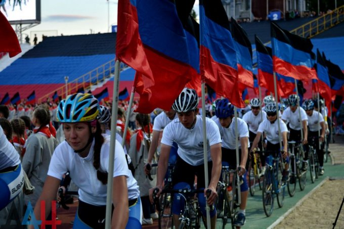 Как в «ДНР» третью годовщину оккупации отмечали. Фото