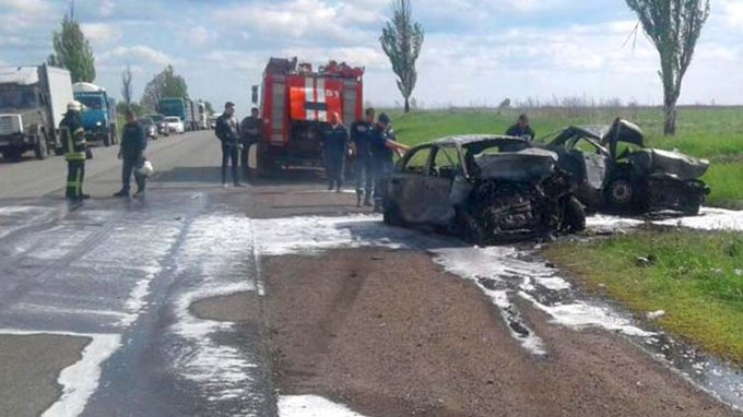 Смертельное ДТП на трассе под Донецком: 3 человека погибли