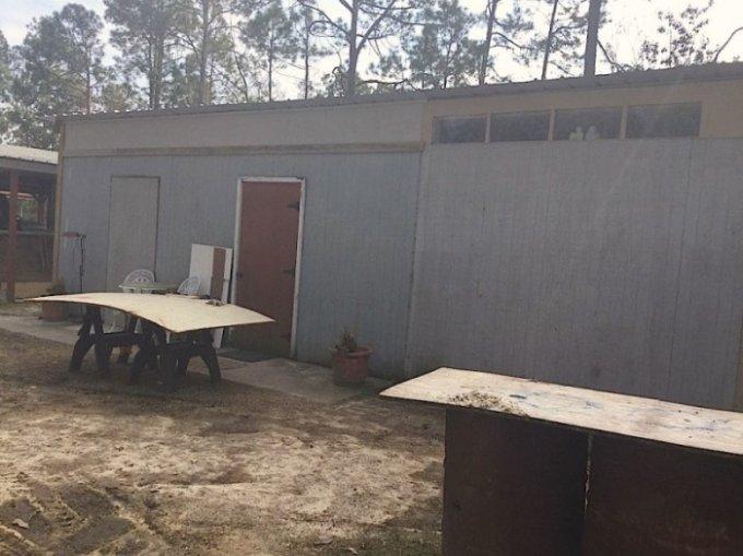 Полуразрушенный сарай превратили в уютный домик. Фото