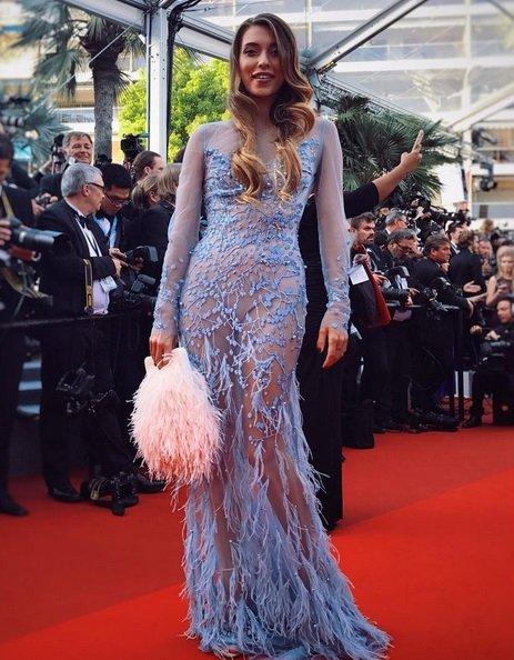 Регина Тодоренко выбрала смелое платье для выхода в высшее общество