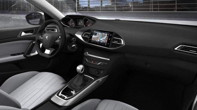 В Peugeot рассекретили обновленный хэтчбек «308»