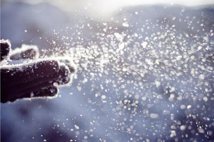 Кадры первого летнего снега в России. Видео