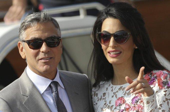 Заядлые холостяки Клуни и Стейтем впервые стали отцами