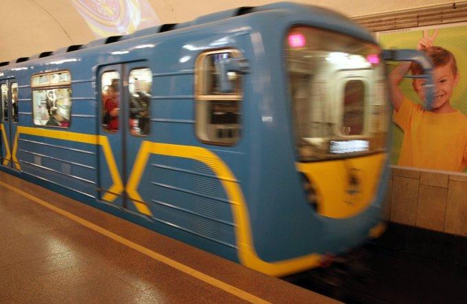24-летний киевлянин бросился под поезд в метро — новые подробности