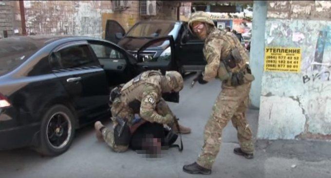 СБУ ликвидировала банду «оборотней в погонах». Видео