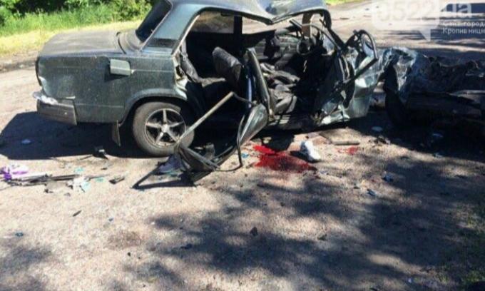 На Кировоградщине легковушка не разминулась с фурой: трое погибших
