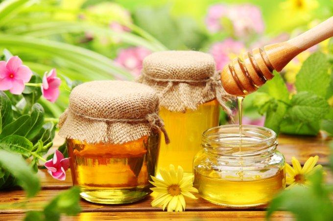 Медики назвали десять уникальных свойств меда