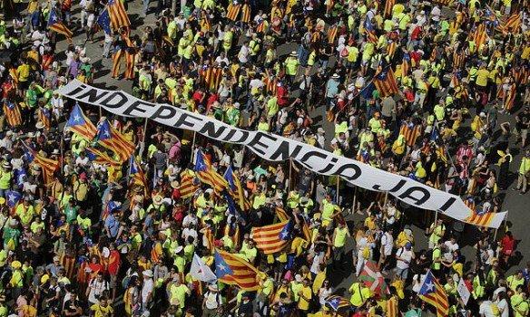 В Барселоне сотни тысяч людей вышли на улицы города