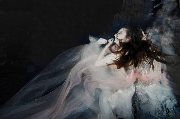 Необычные снимки девушек под водой