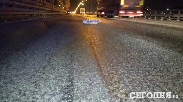 В Киеве автомобиль насмерть сбил мужчину