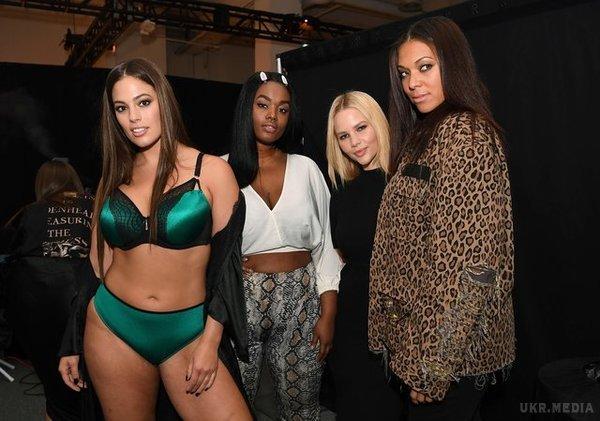 Модель с пышными формами затмила всех на Неделе моды в Нью-Йорке