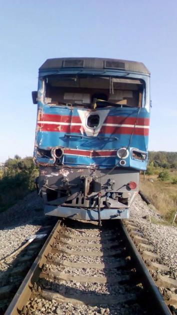 Под Харьковом КамАЗ протаранил пассажирский поезд