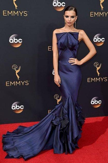 Самые яркие наряды в истории телевизионной премии Эмми. Фото