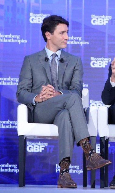 Премьера Канады подняли на смех из-за креативных носков