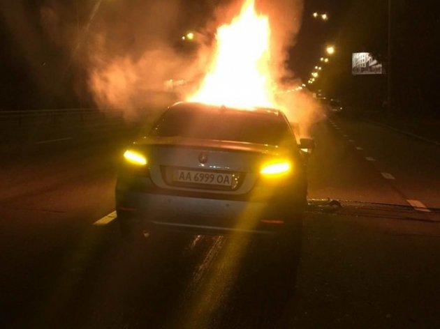 Смертельное ДТП в Киеве: от удара BMW загорелся