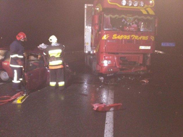 Смертельная авария под Хмельницким: легковушка лоб в лоб протаранила грузовик