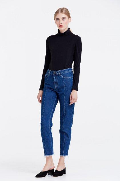 Модные джинсы, которые стоит купить этой осенью. Фото