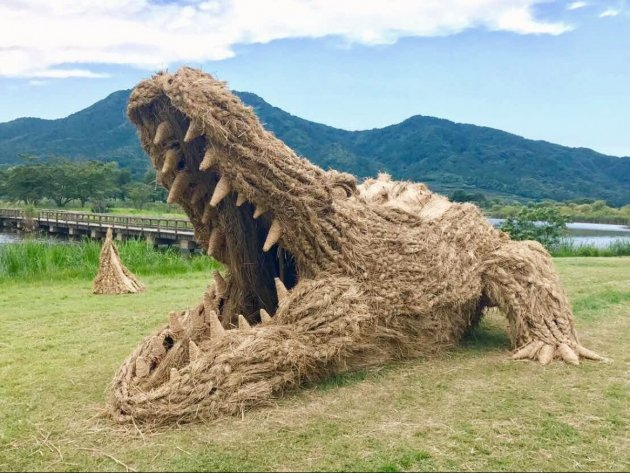 Необыкновенные скульптуры фестиваля Wara Art Matsuri. Фото