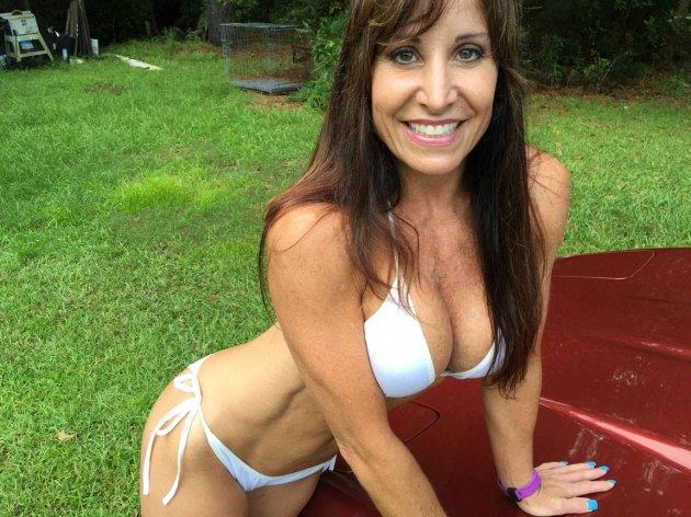 «Джен с фермы»: 50-летняя американка удивляет своей фигурой. Фото