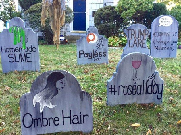 Американец основательно подготовился к Хэллоуину и создал «кладбище трендов»