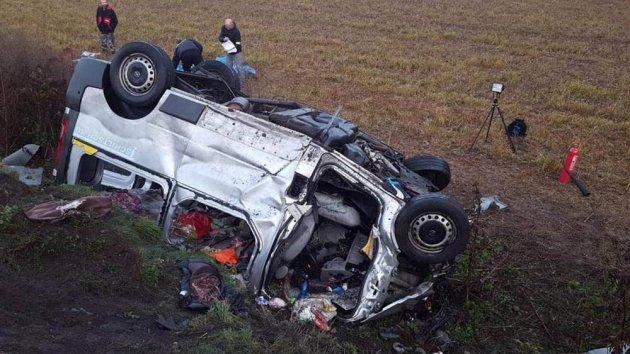В Словакии грузовик столкнулся с микроавтобусом: много погибших