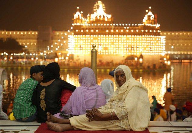 Грандиозный праздник огней Дивали. Фото