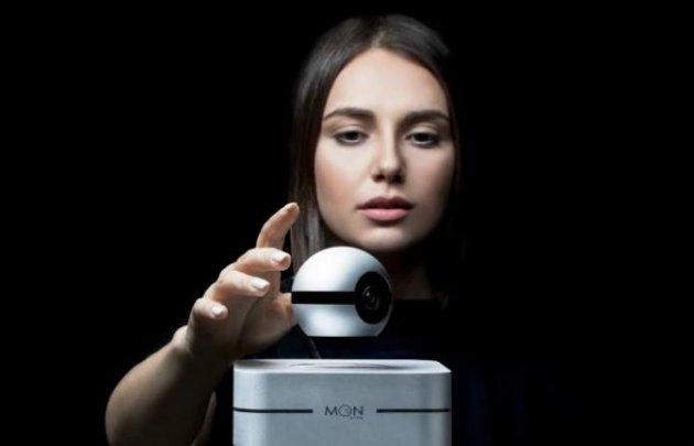 Армянский стартап представил первую в мире левитирующую видеокамеру