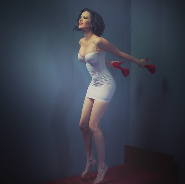 Даша Астафьева порадовала новым соблазнительным нарядом