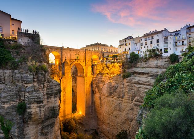 Для любителей приключений: маленькие городки с великолепными пейзажами. Фото