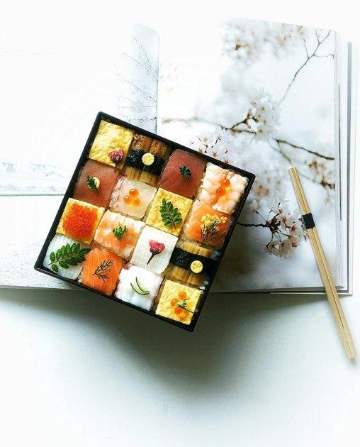 В Японии стремительно набирает популярность новый вид искусства – мозаика из суши. Фото