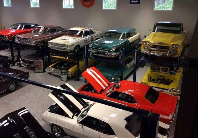 В Канаде пожар уничтожил коллекцию редких автомобилей