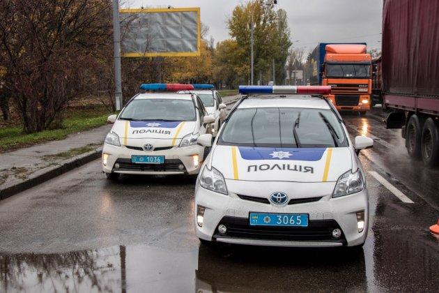 В Киеве легковушка влетела в грузовик: погиб 22-летний парень