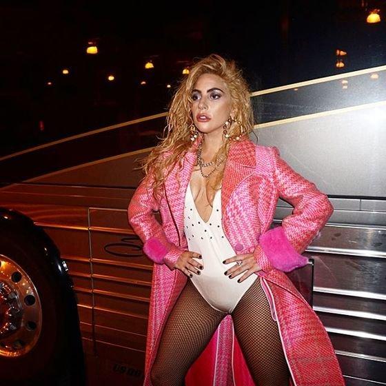 Леди Гага не постеснялась обнажиться до нижнего белья