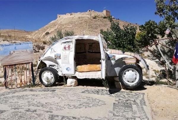 Пенсионер переделал старенький Volkswagen в отель