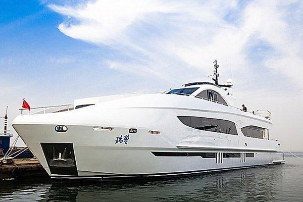 Джеки Чан стал обладателем океанской моторной яхты