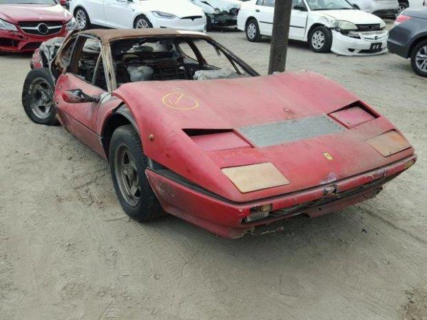 Сделка века»: на аукционе исхитрились продать полностью сгоревшую Ferrari